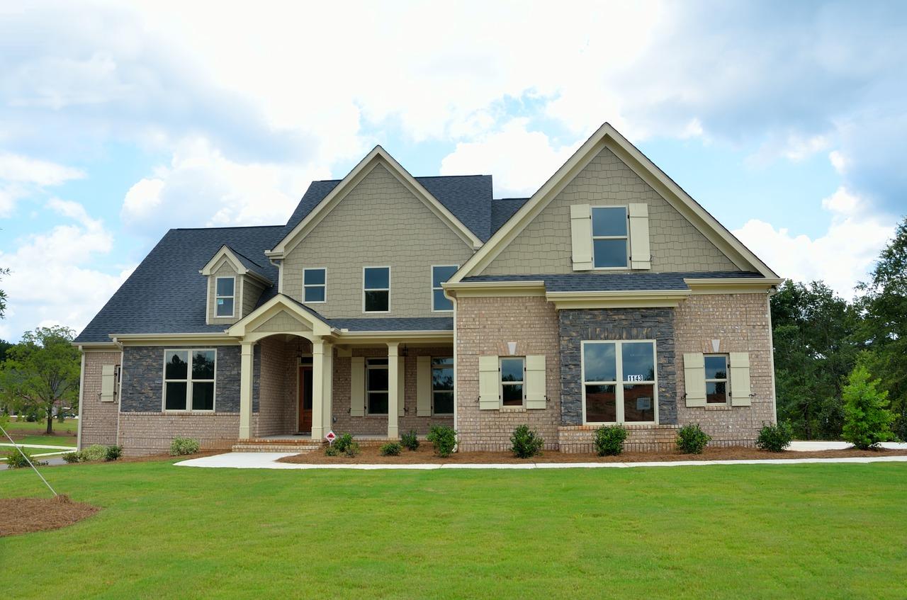 芝生と家屋
