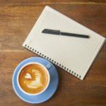 ノートとペンとコーヒー