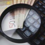 お金と計算機と虫眼鏡