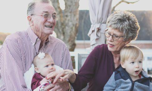 子供2人と老夫婦