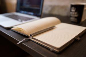 テーブルに置かれたノート