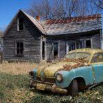 空き家と廃車