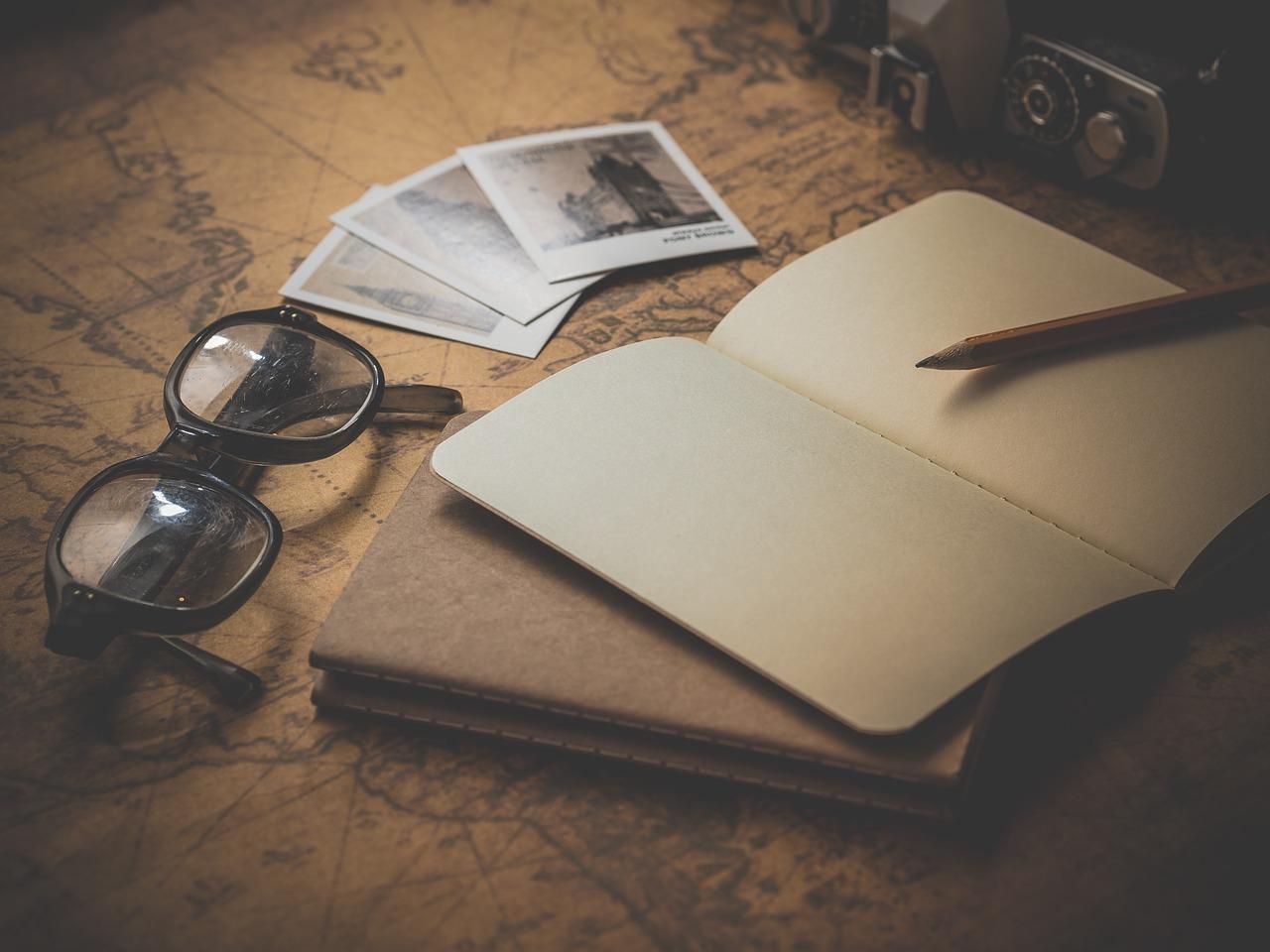 眼鏡とノート