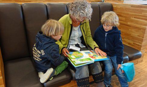 祖母と2人の孫